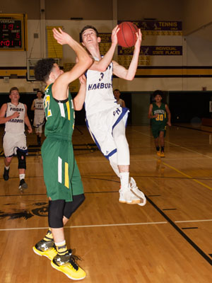 BOYS-BASKETBALL-7109.jpg