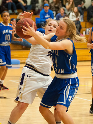 GIRLS BASKETBALL-P9793.jpg