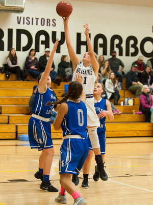 GIRLS BASKETBALL-P9798.jpg