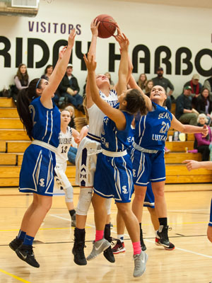 GIRLS BASKETBALL-P9800.jpg